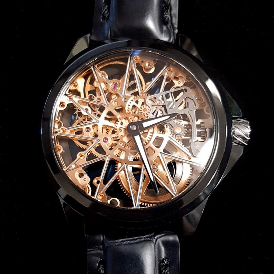 アーティア スケルトン腕時計