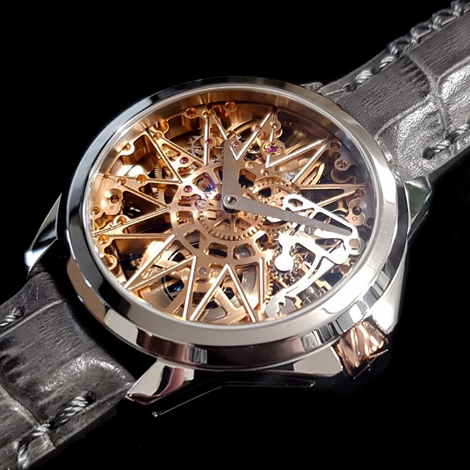 新作スケルトン時計